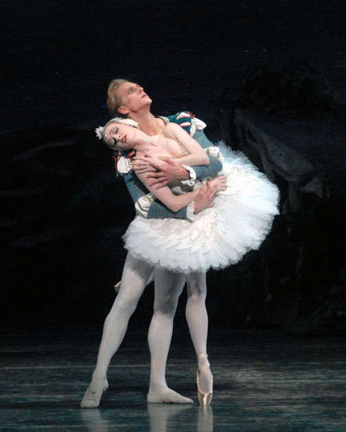 Gillian Murphy and David Hallberg in Swan Lake - photo by MIRA